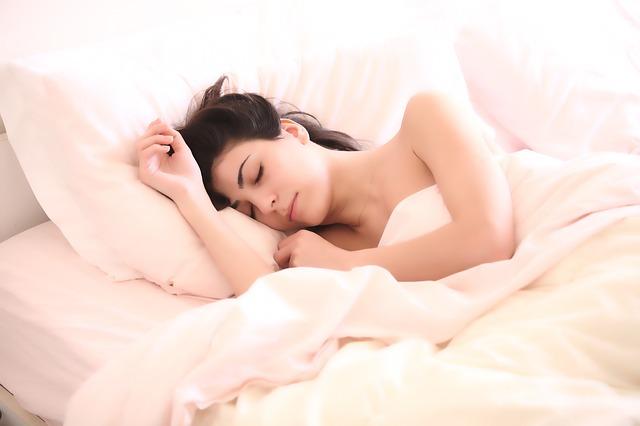 spánek ženy