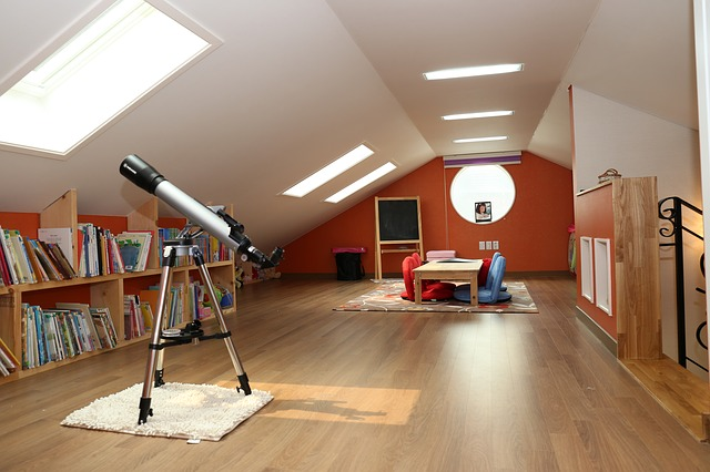 dalekohled u okna.jpg