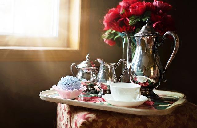 stříbrná čajová sada